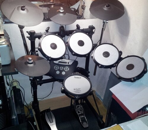 продам Электронные ударные Roland + стенд