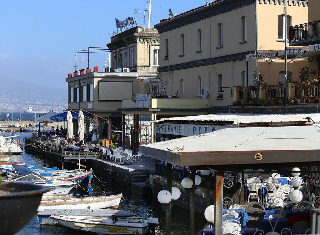 Неаполь. Мост замка Яйца (Pontile di Castel dell'Ovo)