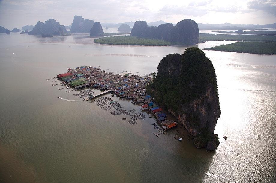 28. Деревня на сваях в Таиланде.