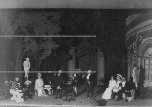 """Сцена из спектакля """"Фальшивая нота"""" по пьесе Мазуркевича."""