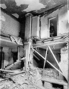 Разрушения внутри дома после взрыва на даче П.А.Столыпина на Аптекарском острове.