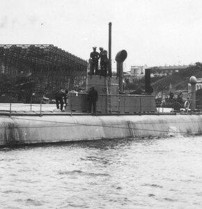 Подводная лодка Краб в акватории завода Руссуд 1 мая 1913 г
