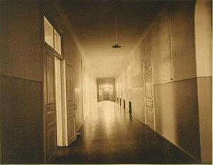 Вид части коридора  лазарета с палатами для больных