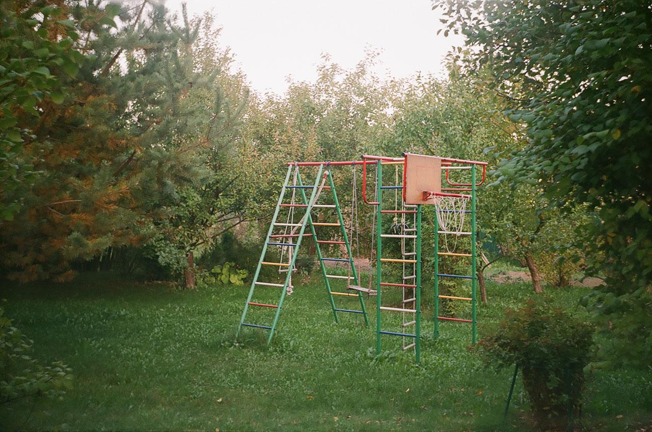 Детская площадка в саду. Снято ЛОМО Смена 8м.
