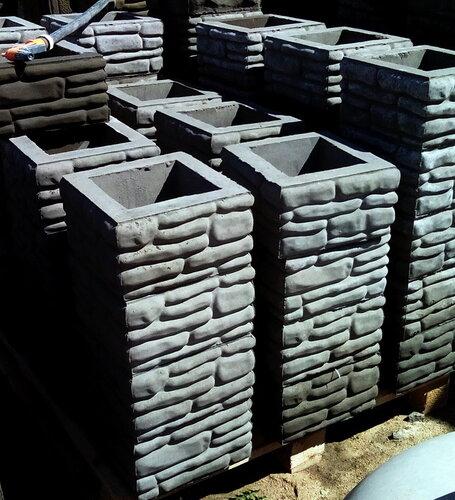 Блок для забора Галька позволяет осуществлять строительство офактуренных заборов своими руками