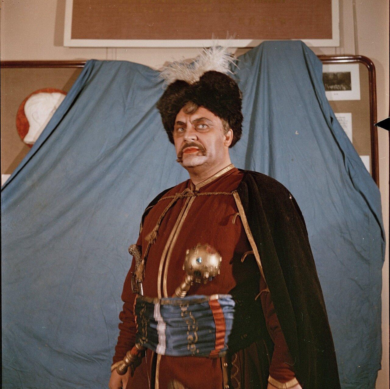 Народный артист СССР Гришко в роли Хмельницкого. 1951