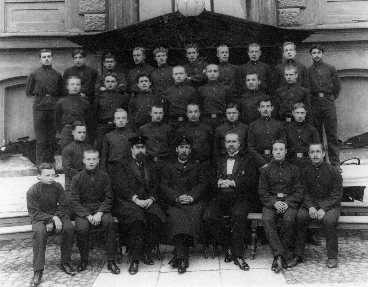 07. Группа учащихся с преподавателями