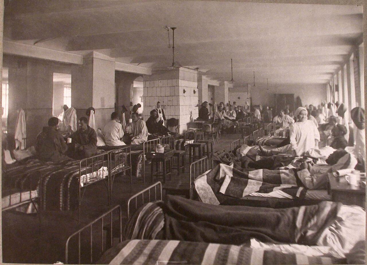 25. Раненые в палате лазарета при Матросской богадельне