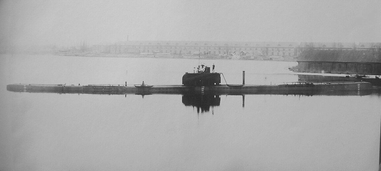 15. Подводная лодка Орлан в акватории завода Наваль. 1917