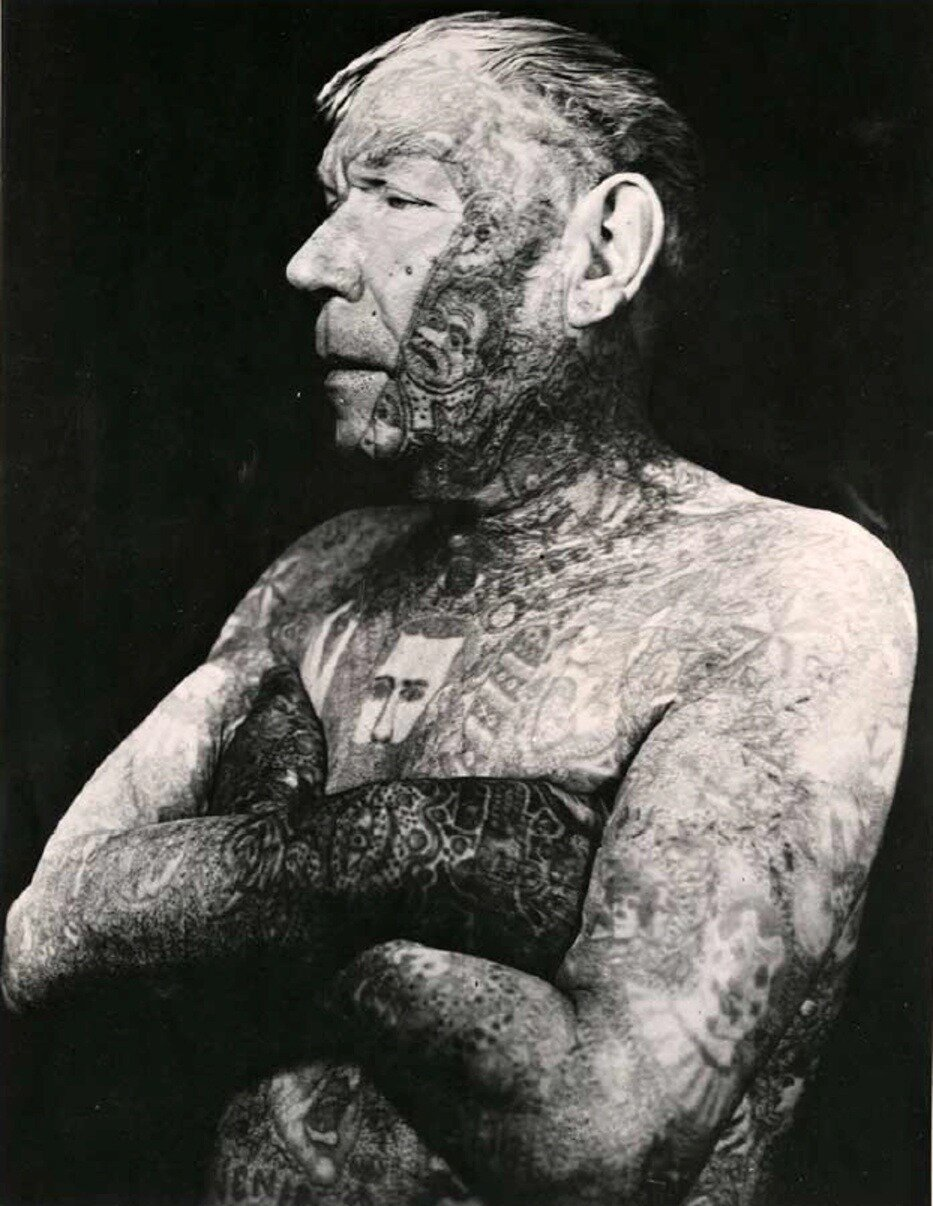 1950. Торс Рикардо самого татуированного человека в мире