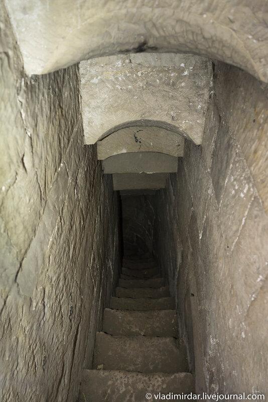 Своды лестницы к сторожевому посту Церкви Преображения Господня в селе Остров