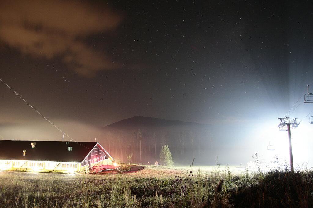 Куса, Евразия, база проката летом в тумане ночью