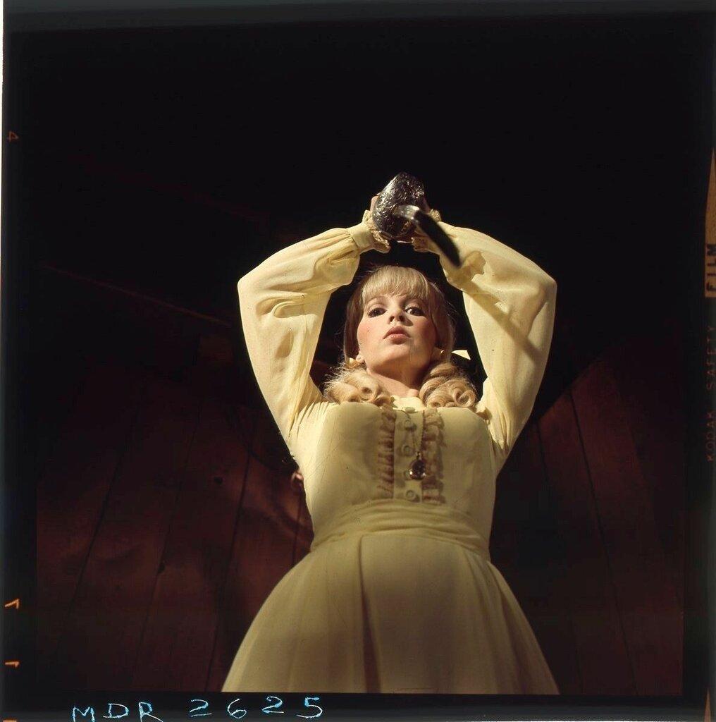 Stella Stevens.jpg