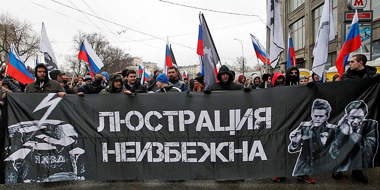 """Убийство Немцова. Марш 1 марта, 2015 года. Этот плакат """"Люстрация неизбежна"""" сделан (слева) на основе нацистского плаката. Фота советских офицеров справа тоже наверное сделана германскими нацистами, только я не могу вспомнить где я её видел."""