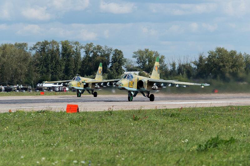 Сухой Су-25 (05 желтый) D800193