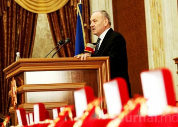 Тимофти вручил награды чиновникам