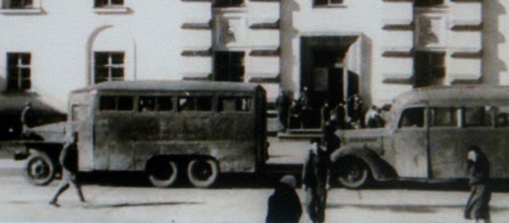 Норильский автобус на шасси американского грузовика Studebаker US 6.jpg
