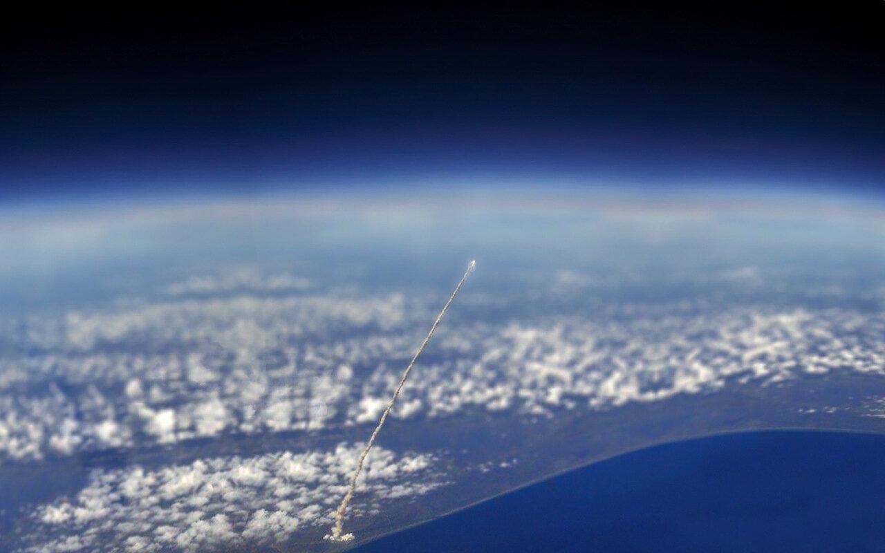 Как выглядит старт ракеты из космоса