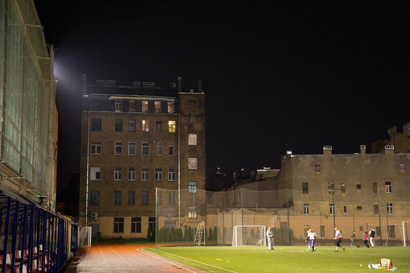 Ночь.Улица.Фонарь.Футбол.