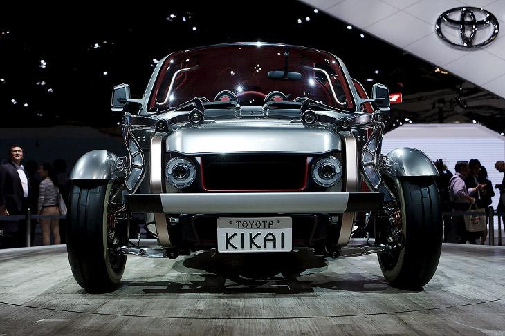 1. Начнем мы с необычного концеп-кара, который привезла на Токийский автосалон 2015 компания Honda.