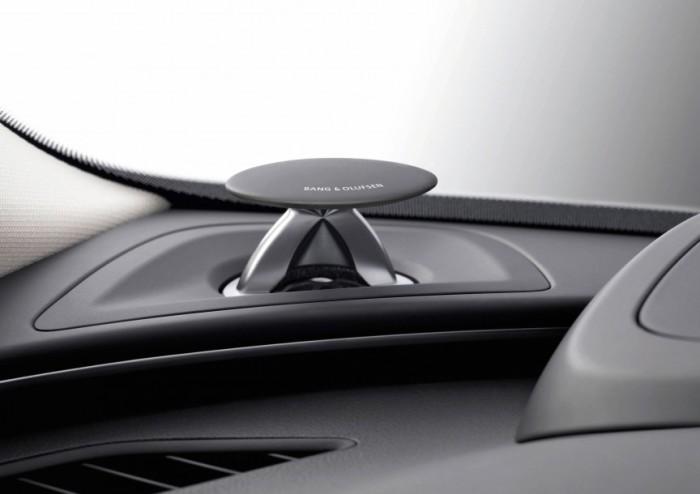 За $ 6 300 Audi можно оснастить колонками, которые будут выезжать из приборной панели только после н