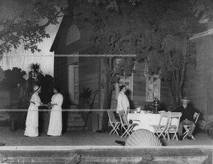 """Сцена из спектакля """"Права любви"""" по пьесе писателя Л.Н. Толстого."""