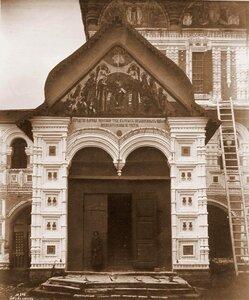 Вид южного входа в Воскресенский собор на Борисоглебской стороне. Ярославская губ.