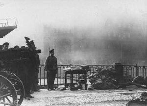Охрана денежных документов, спасенных при пожаре Апраксина двора.