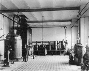 Установка для дистиляции на водочном заводе общества Келлер и К°.