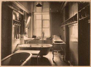 Вид части ванной комнаты (№ 1) госпиталя.