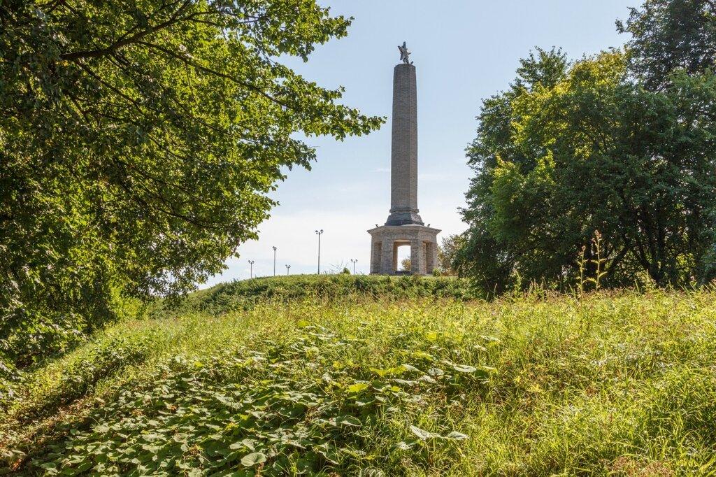 Великие Луки, Обелиск Советским воинам, погибшим при освобождении города от немецко-фашистских захватчиков