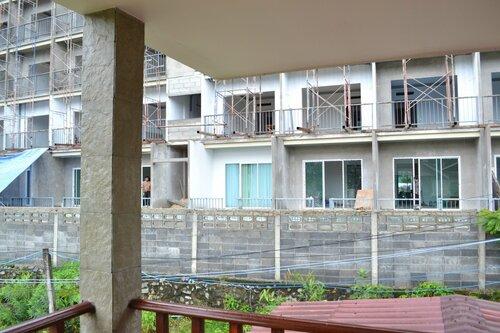Наш дом на Пхукете. Стройка за балконом.