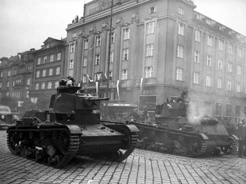 Polish 7TP tanks come in Cesky Tesin (Cieszyn). October 1938
