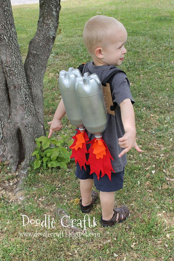 Детский костюм из пластиковых бутылок