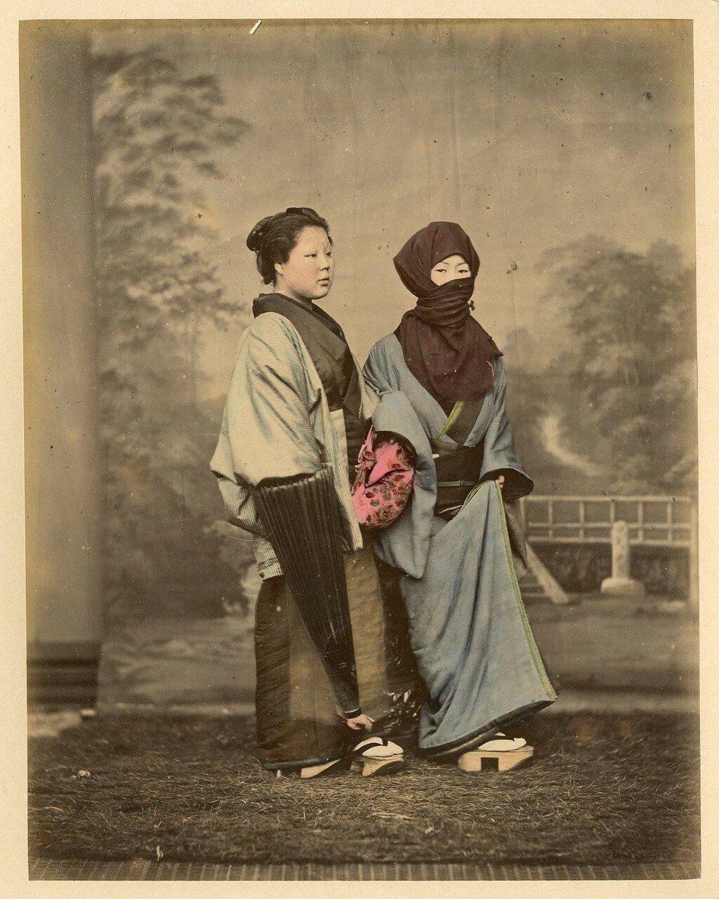 Женщины в зимних одеждах