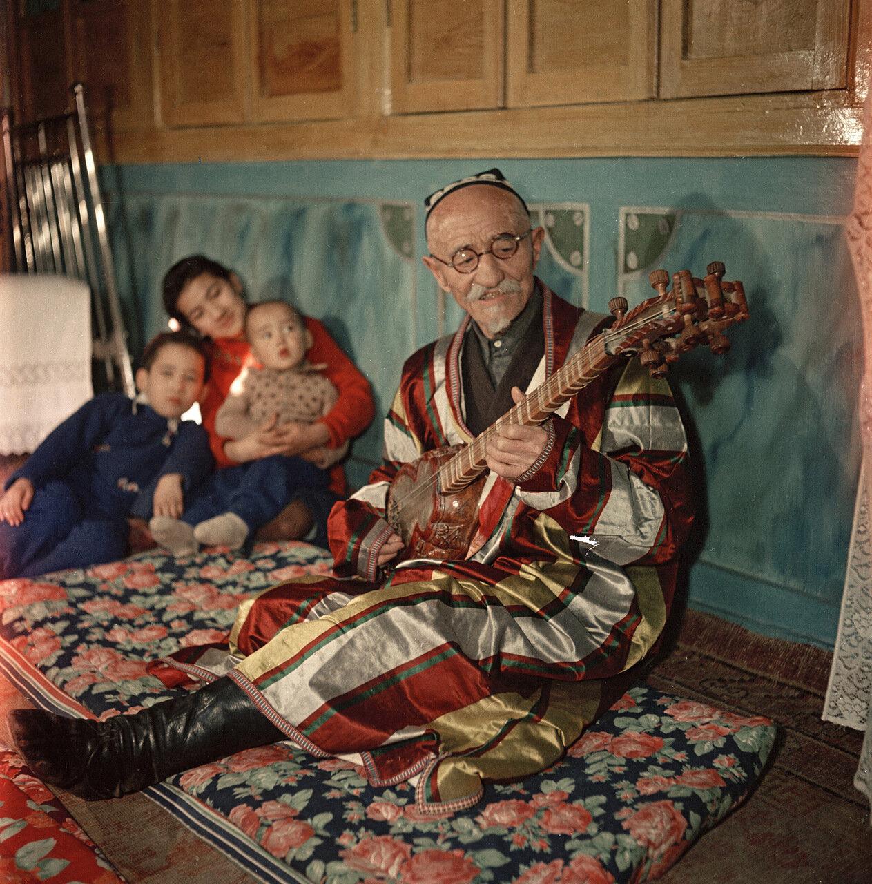 Народный певец, заслуженный деятель искусства Узбекской ССР Шумаров Шурахин. Ташкент