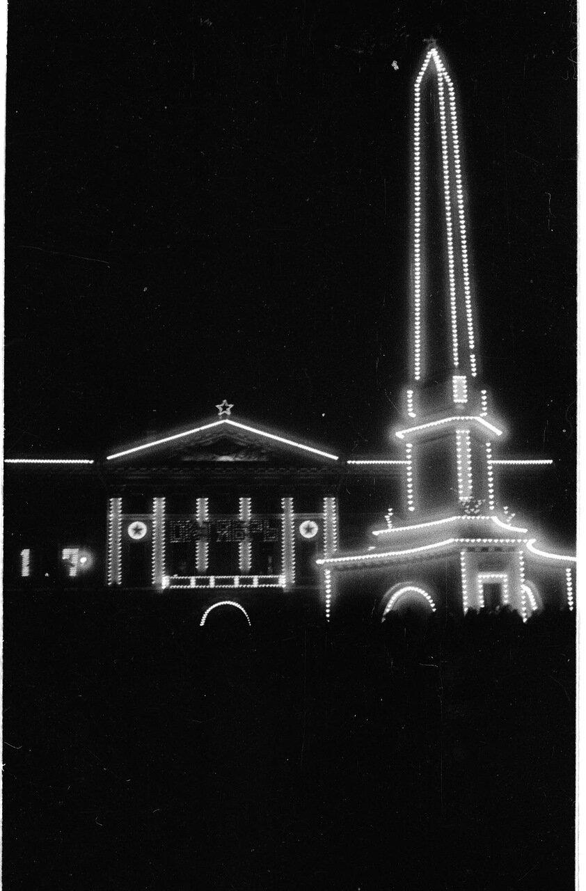 Советская площадь ночью