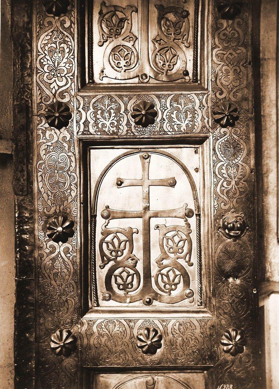 Вид части Корсунских (Сигтунских) ворот (XII в.) в Софийском соборе