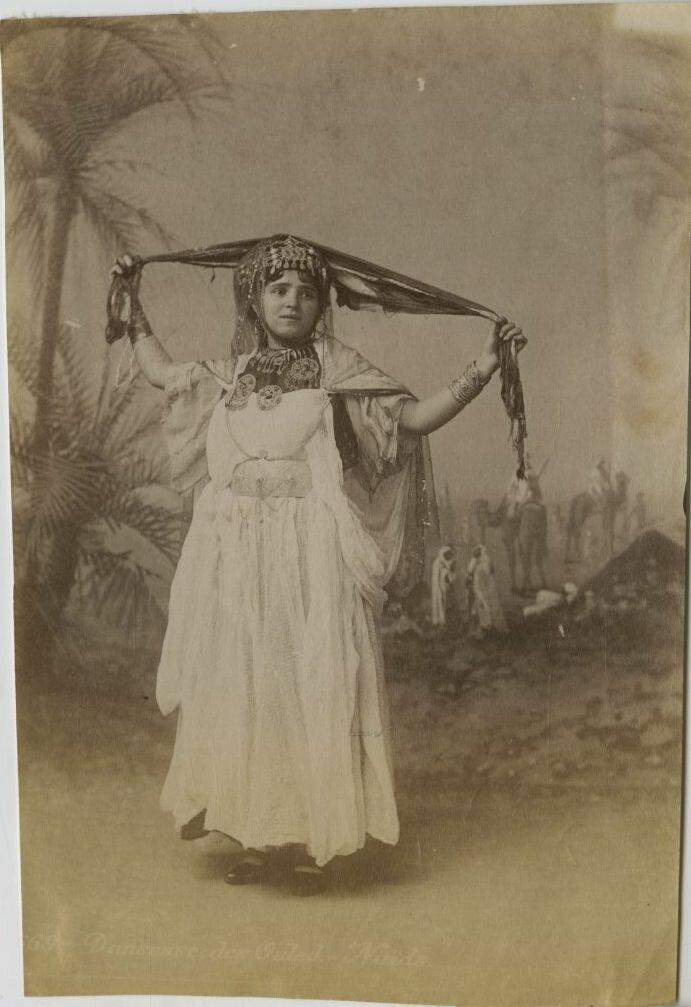 1875. Танцовщица