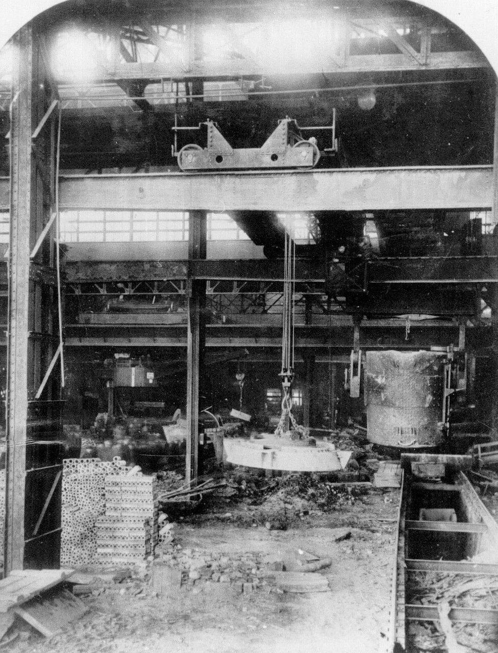 16. Внутренний вид мартеновской мастерской завода