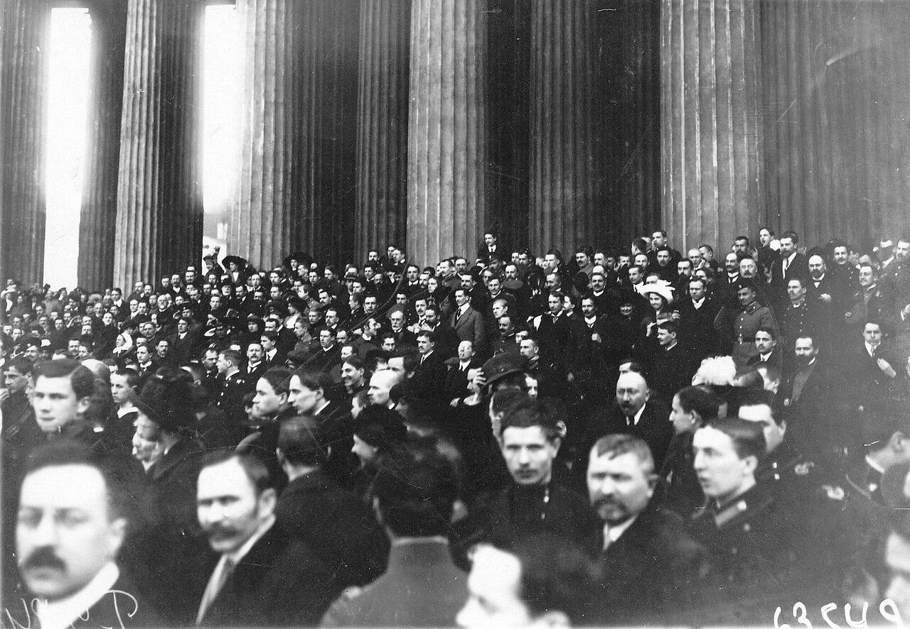 18. Группа участников манифестации у Казанского собора
