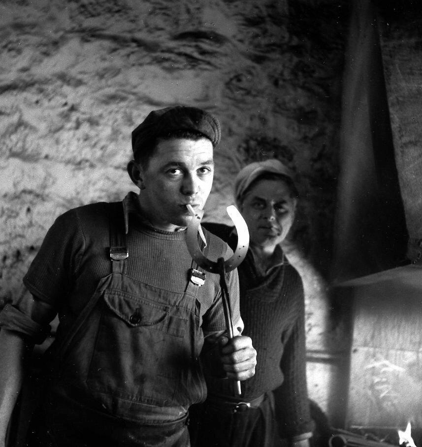 1954. Кузнецы