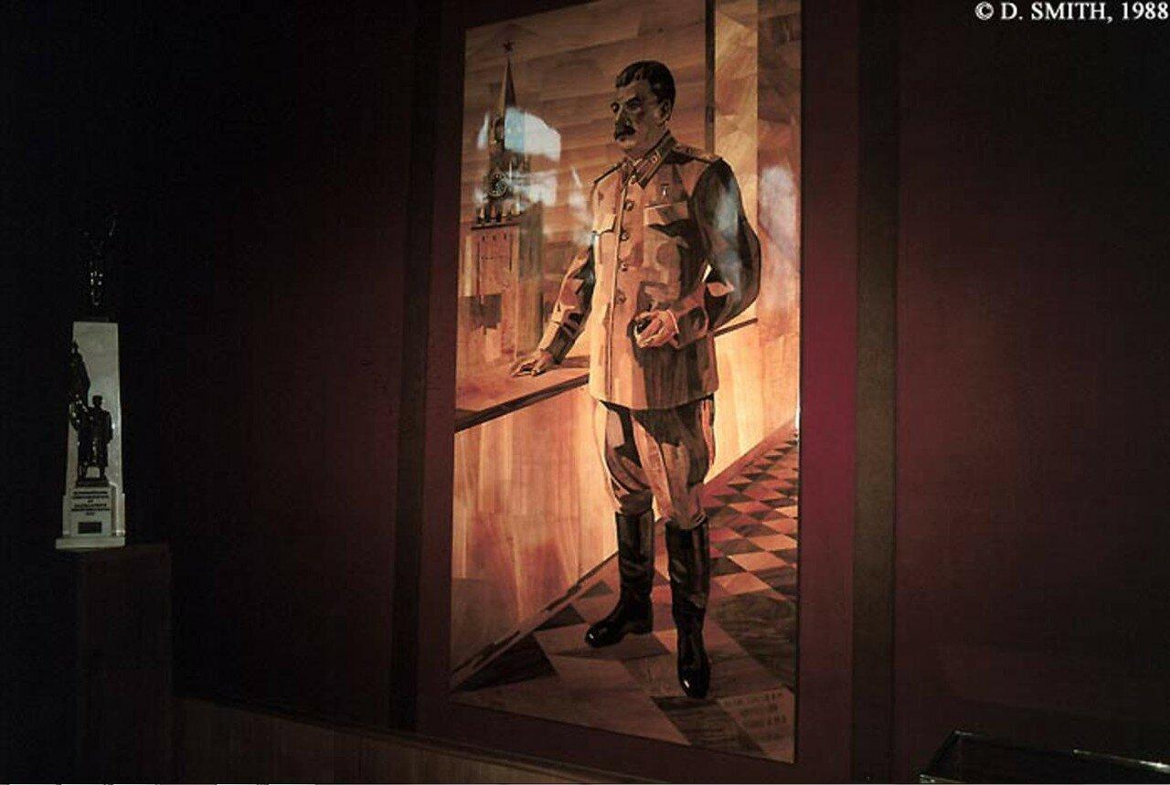 Гори. Дом-музей Сталина. Инкрустированный портрет Сталина
