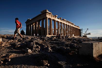Паркурщики из России повредили стену на Акрополе