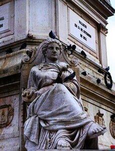 Лиссабон, фрагмент памятника на пл Россиу.jpg