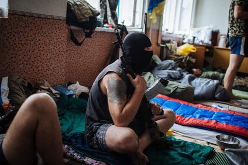 """боевики из батальона """"Донбасс"""" в школе города Попашное"""