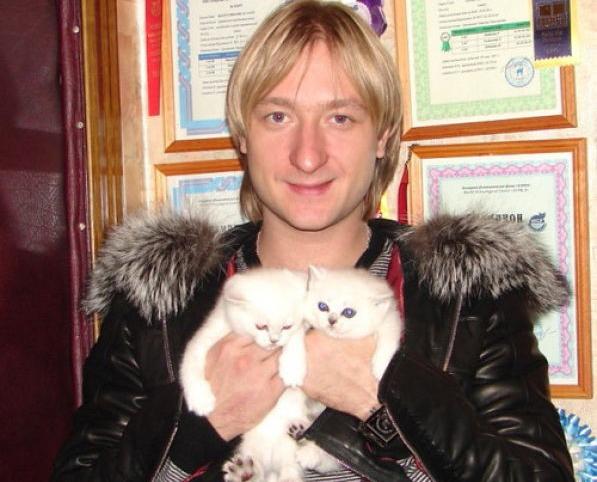 Евгений Плющенко с кошкой