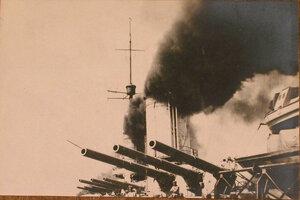 Артиллерийские орудия линейного корабля Севастополь.