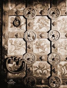 Вид части южной железной двери (деталь) церкви Иоанна Предтечи в Толчкове. Ярославль г.