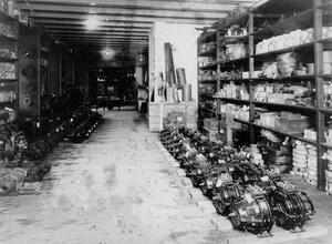 Общий вид склада готовой продукции завода по производству телеграфного оборудования Русского общества беспроволочных телеграфов и телефонов (Робтит).